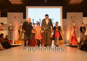 Film Maker Mahesh Bhatt, Mr. Pervez Lala, CEO, LALA walked ramp with Orphan girls [3]